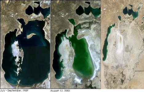 El Mar de Aral casi desaparecido debido al uso de su agua para los cultivos masivos de algodón convencional