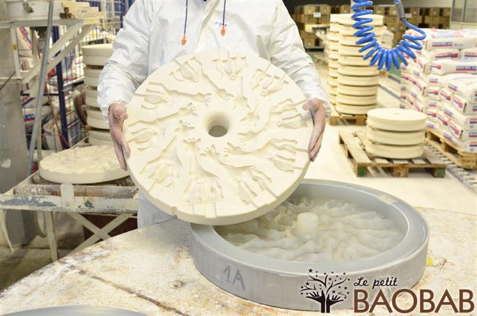 fabrica10 - Como se fabrica Sophie la Jirafa, técnicas artesanales tras 50 años