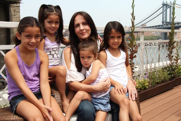 Raegan Moya Jones, la madre detrás de las muselinas aden anais y sus hijas
