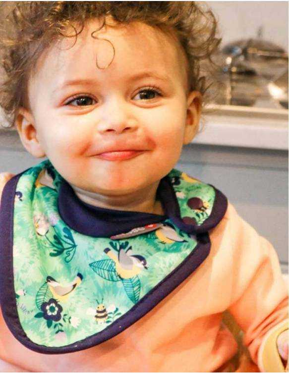 babero-ajustable-pop-in-jardin-bebe