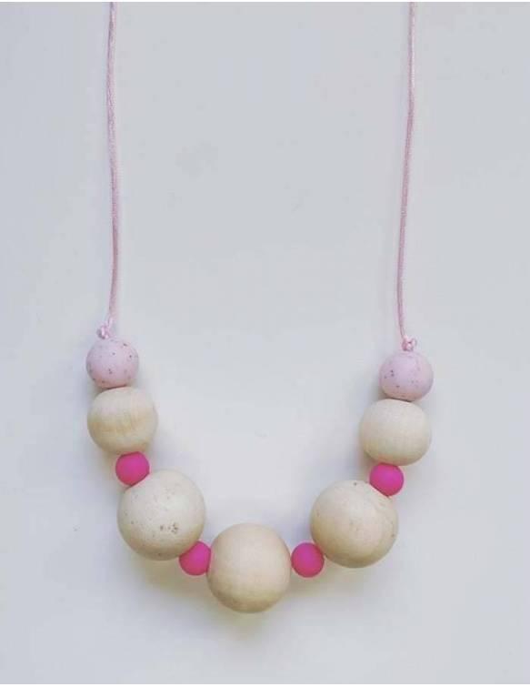 collar-lactancia-porteo-madera-papallona-rosa