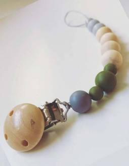 chupetero-bebe-madera-papallona-verde