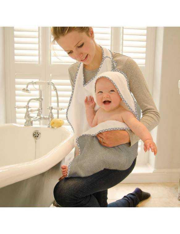 Toalla de Bambú para bebé CUDDLEDRY estilo delantal - Estrellas Grises