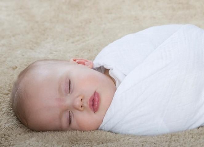 envolver, Muselinas: ¿Por qué envolver a nuestro bebé?, Le petit BAOBAB - BLOG