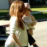 f 1 1275563671 150x150 - Sophie la Jirafa, el juguete que adoran los bebés de las celebrities