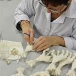 fabrica3 150x150 - Como se fabrica Sophie la Jirafa, técnicas artesanales tras 50 años