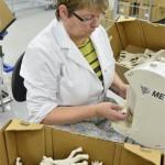 fabrica7 150x150 - Como se fabrica Sophie la Jirafa, técnicas artesanales tras 50 años